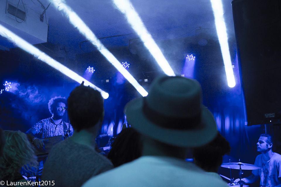 14 - Jouwala - Crowd + Lights.jpg