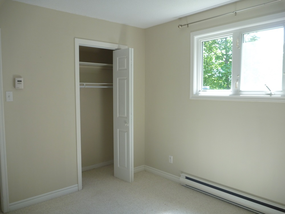 10. third bedroom 2.jpg
