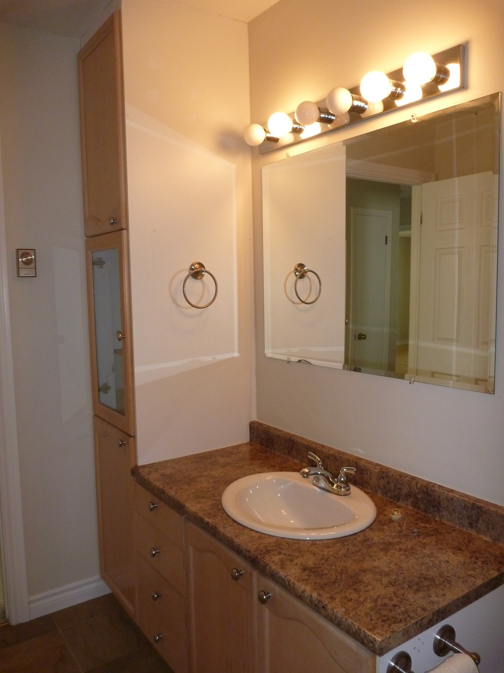 12. Bathroom 2.jpg