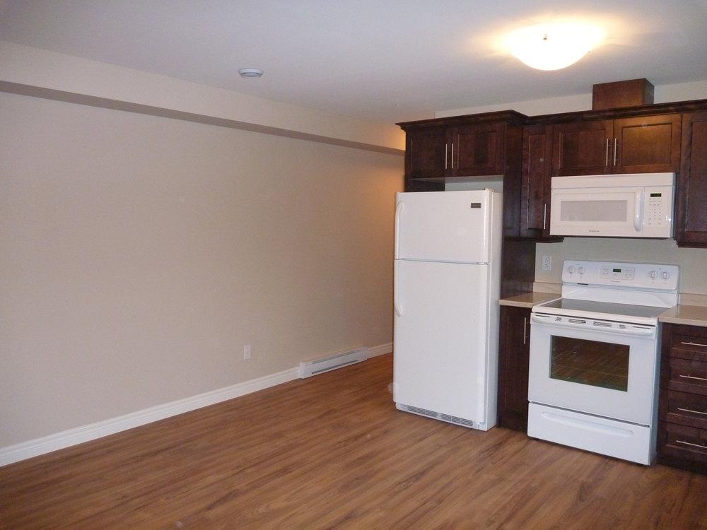 3. Kitchen : Hallway.JPG