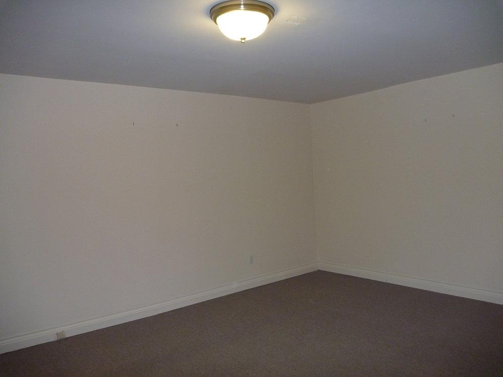 10. Master Bedroom 3.JPG