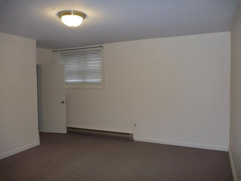 9. Master Bedroom 2.JPG