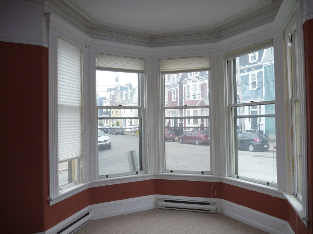 6. Living Room - Windows.JPG