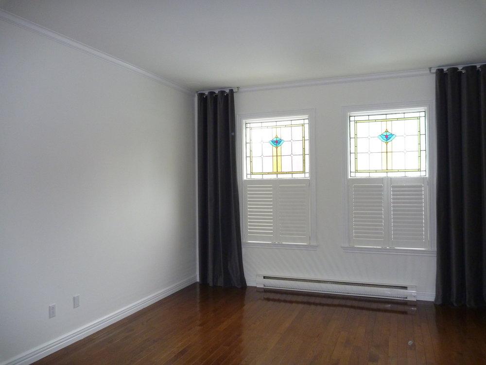 5. Living Room 4.JPG