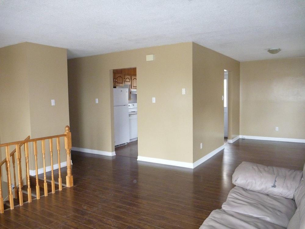 6. Living Room 3.JPG