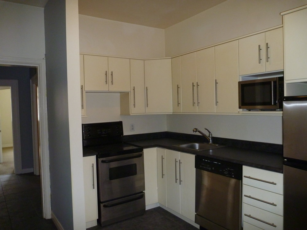 2. Kitchen 2.JPG