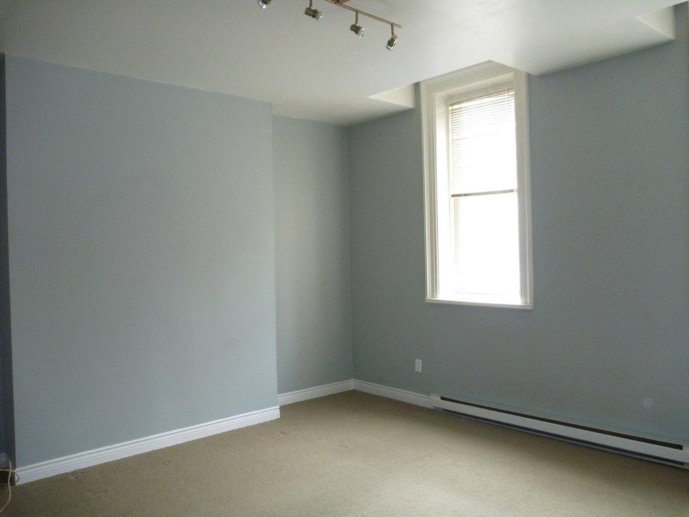 11. Lving Room 1.JPG