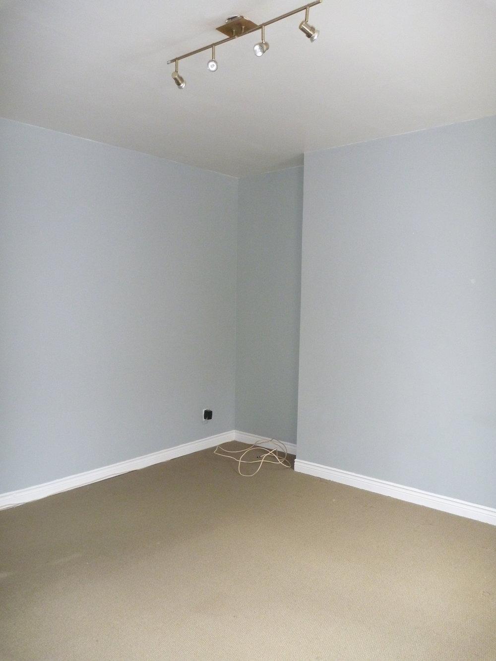 12. Living Room 2.JPG