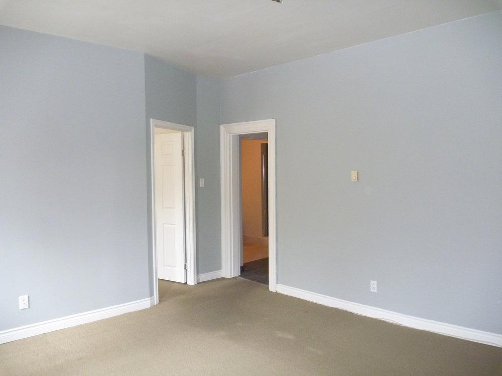 14. Living Room 4.JPG