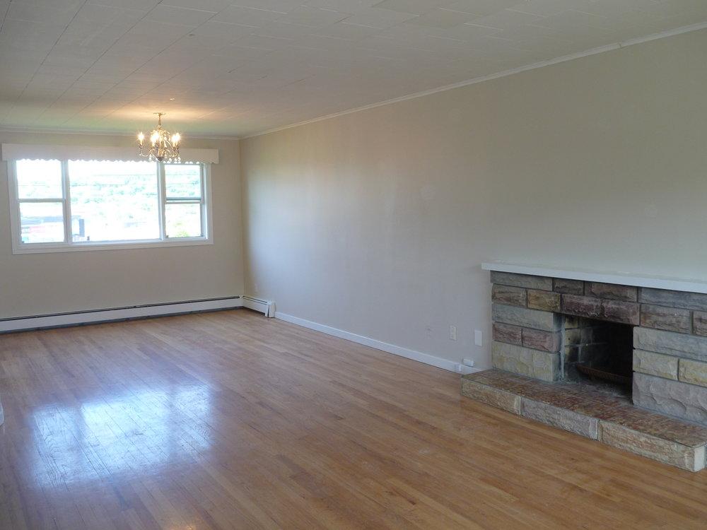 8. Living Room 4.JPG