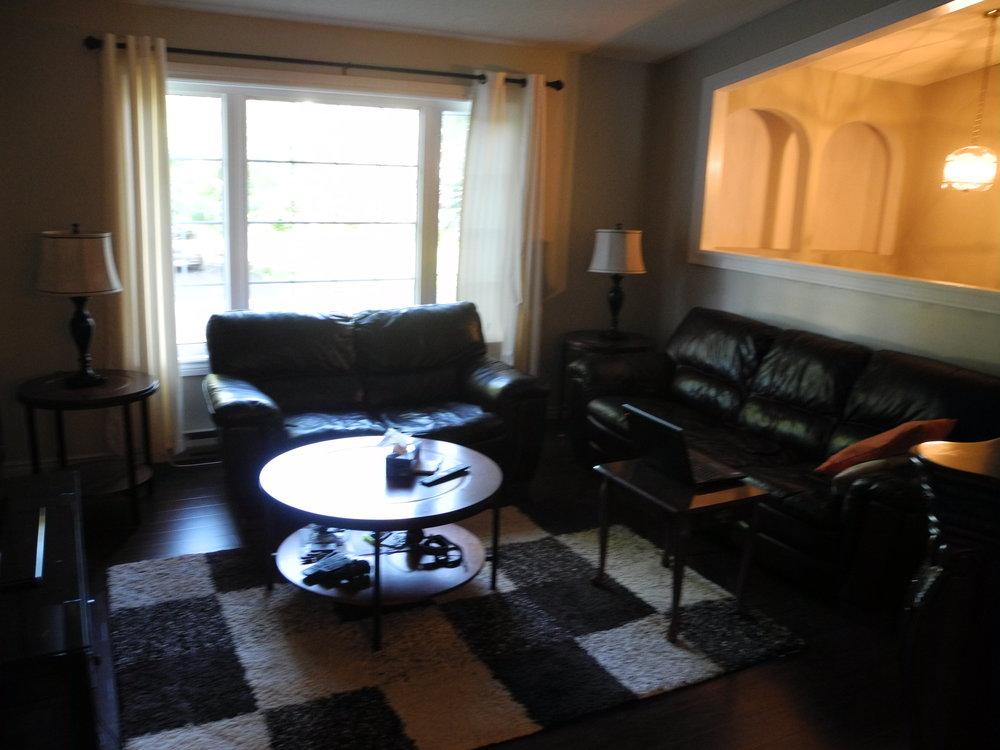 4. Living Room 4.JPG