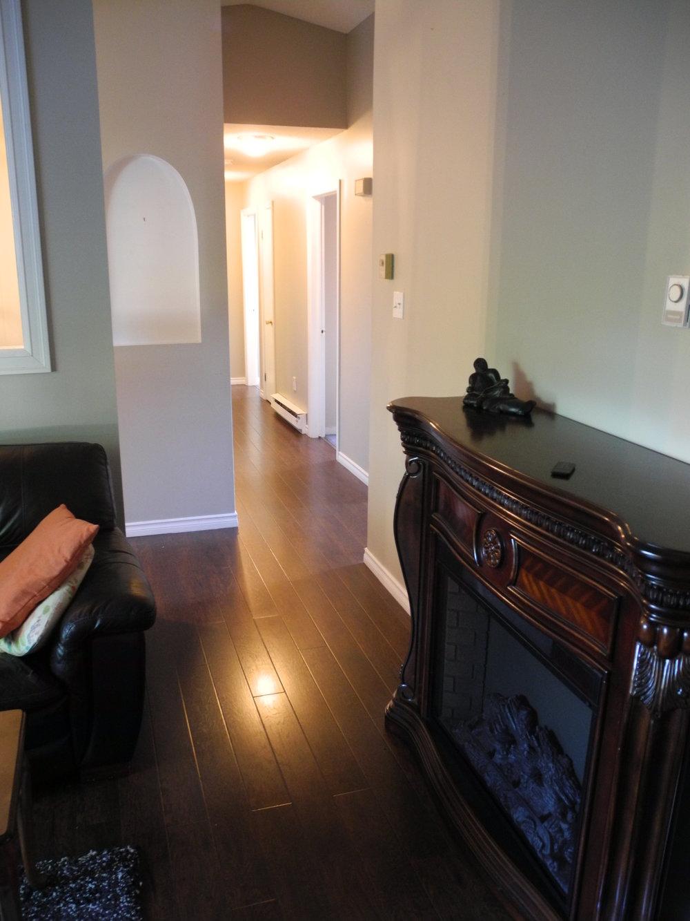 5. Living Room 5.JPG