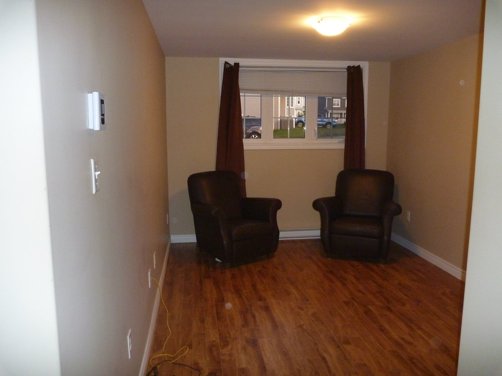 8. Living Room 1.JPG