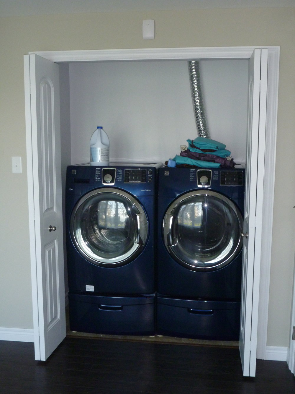 21. Washer and Dryer.JPG