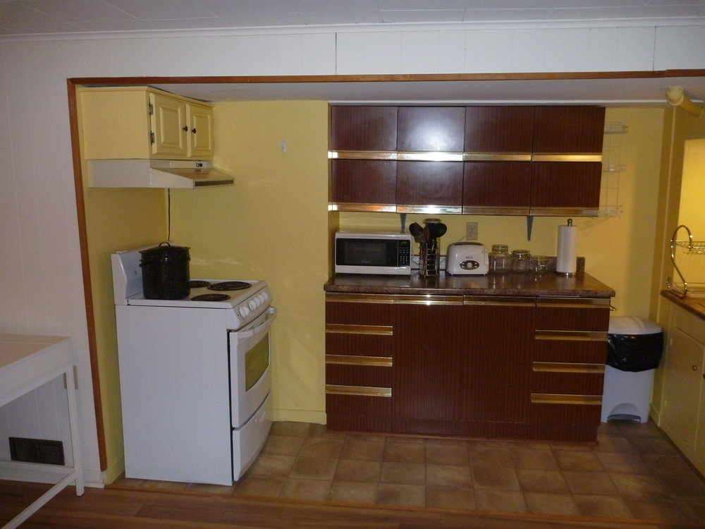4. Kitchen 1.JPG