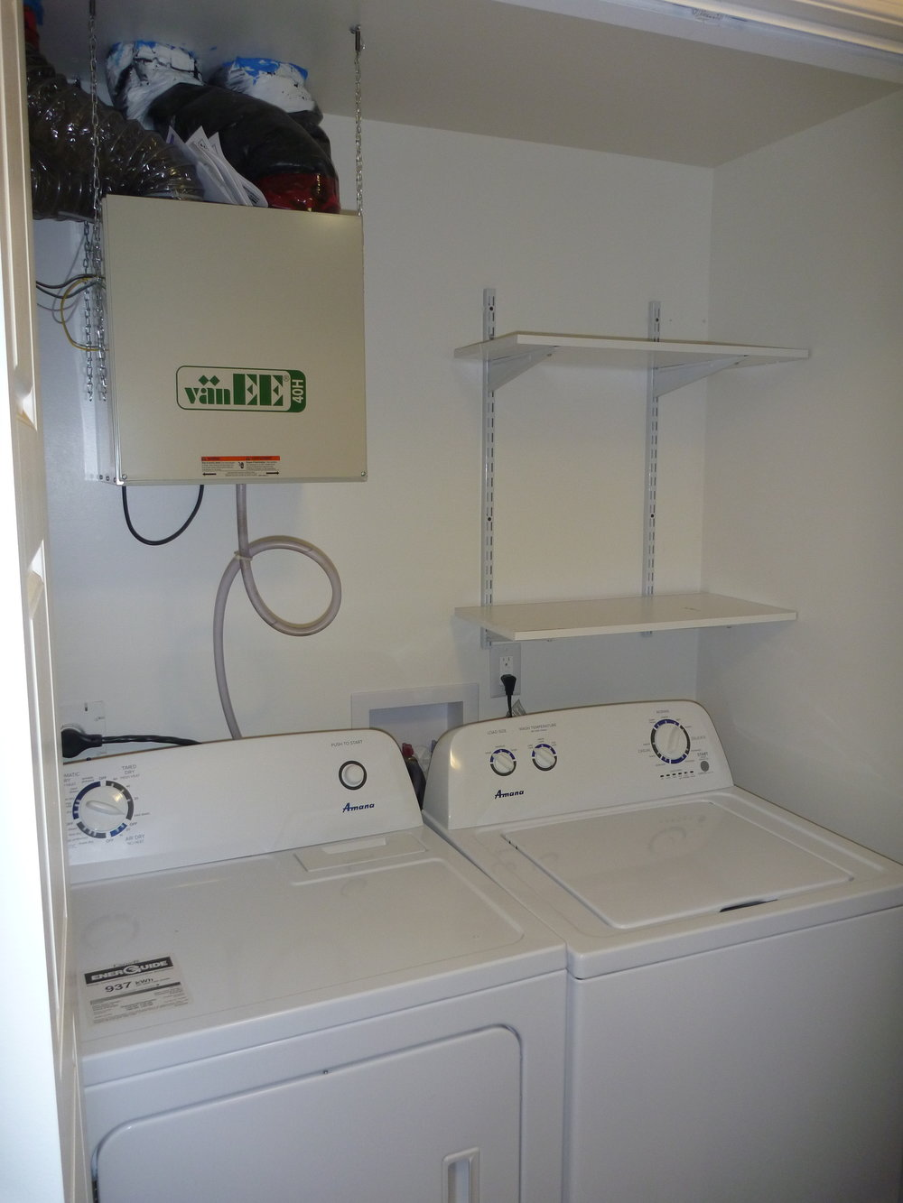 13. Washer and Dryer.JPG