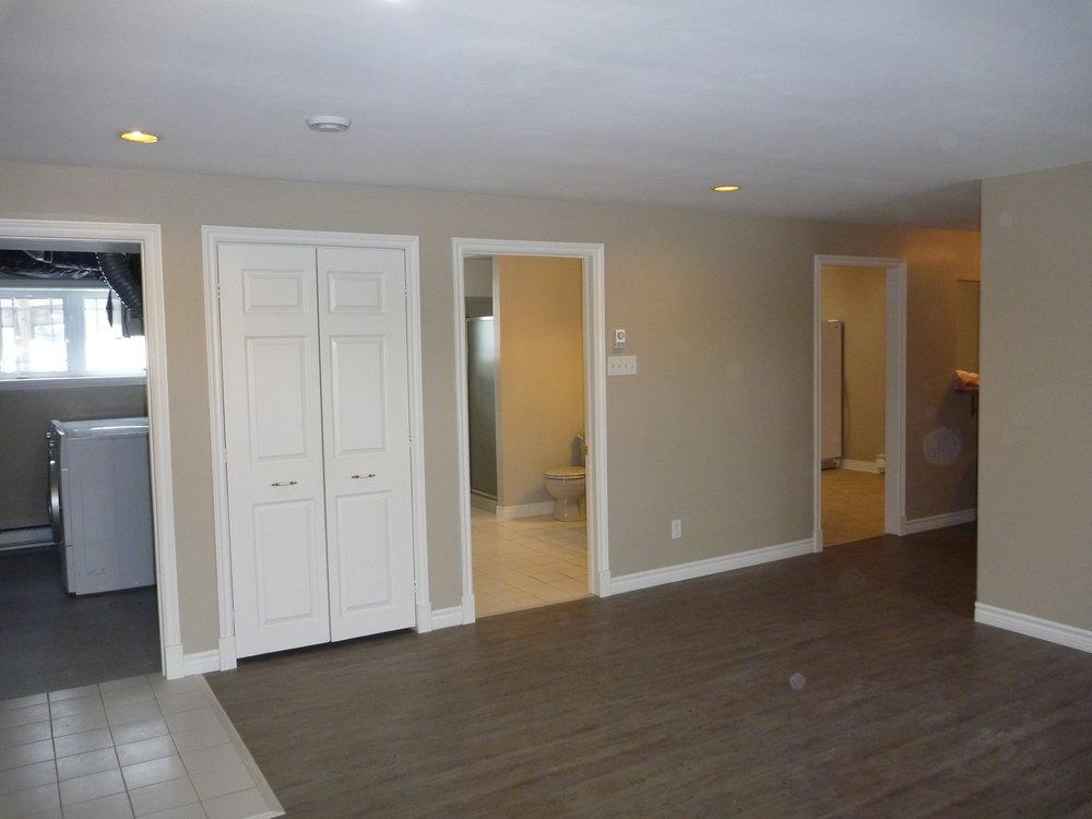 5 . Living Room 5.JPG