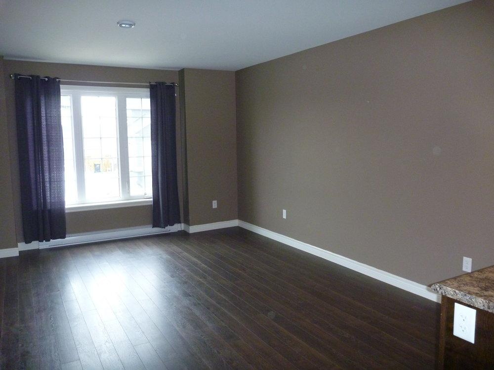 5. Living Room 1 NEW.JPG