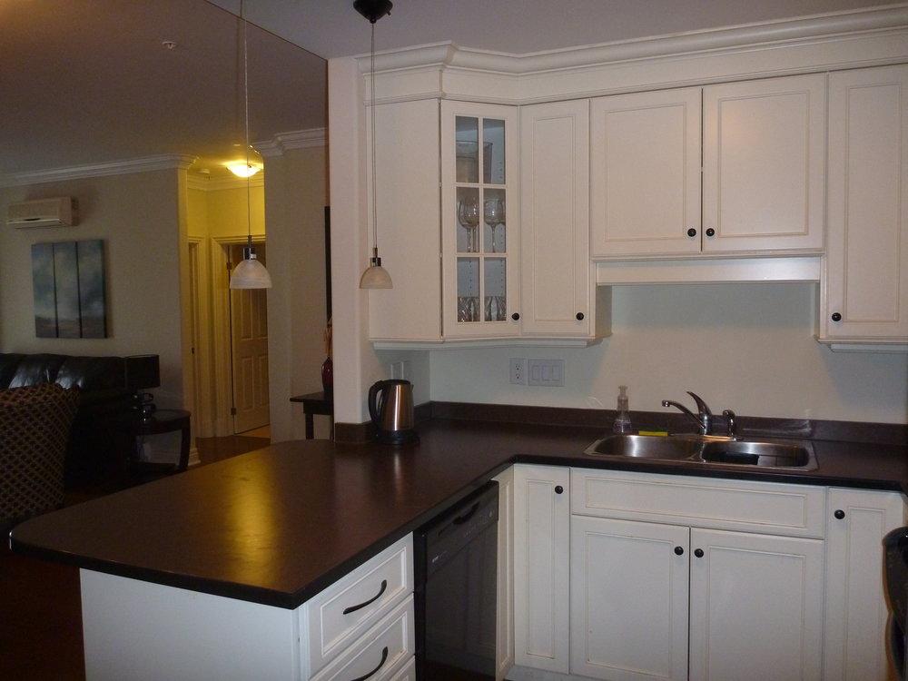 6. Kitchen 2.JPG