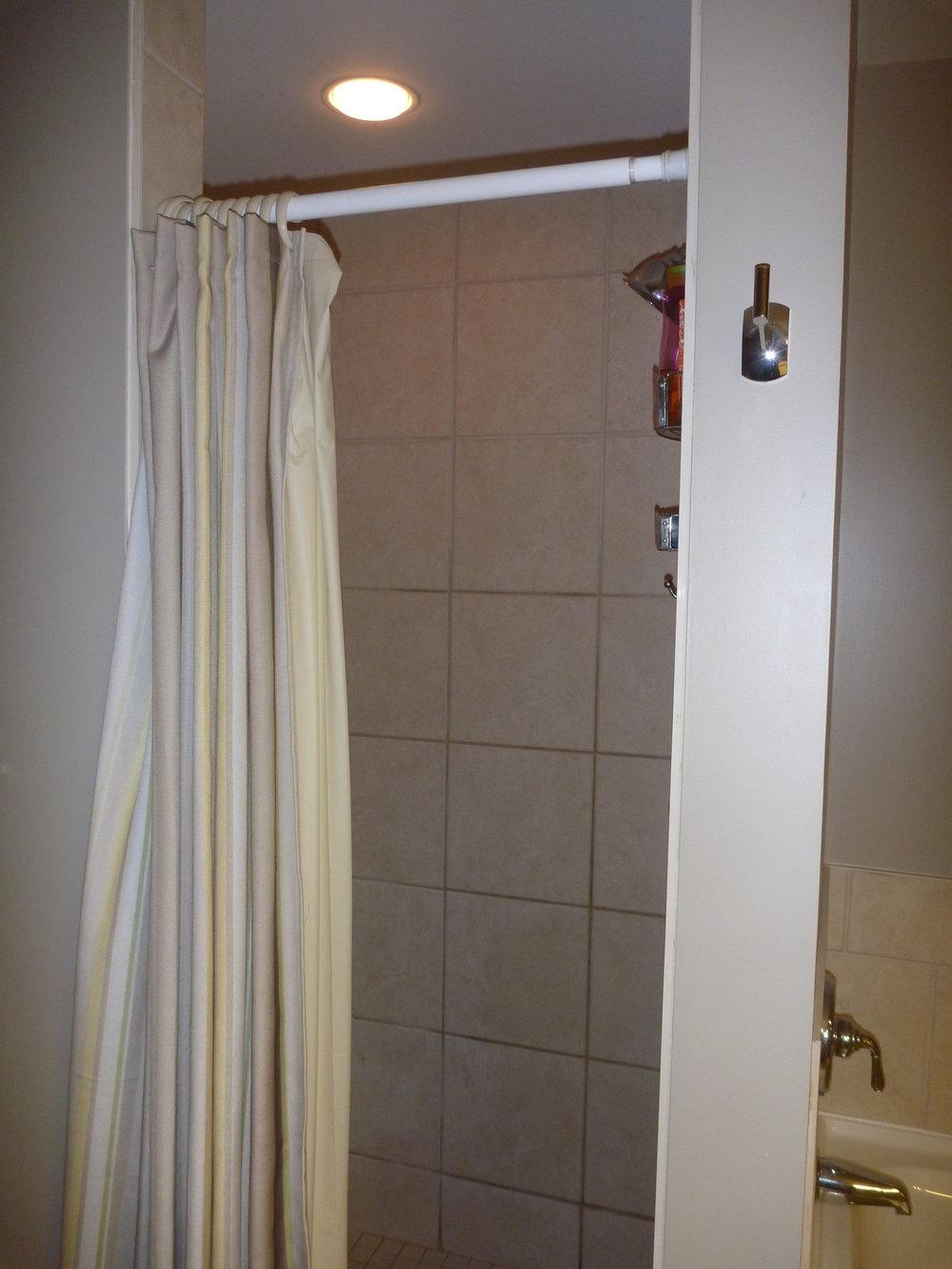 14. Ensuite Shower.JPG