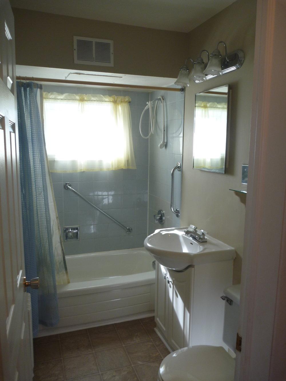 20. Bathroom.JPG
