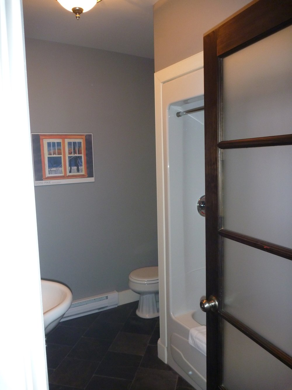 18. Bathroom 2.jpg