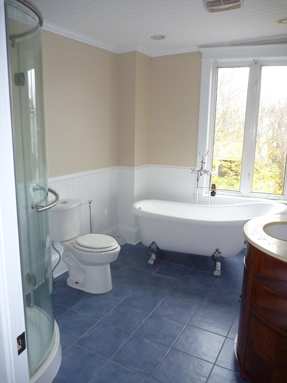 21. Bathroom 1.jpg