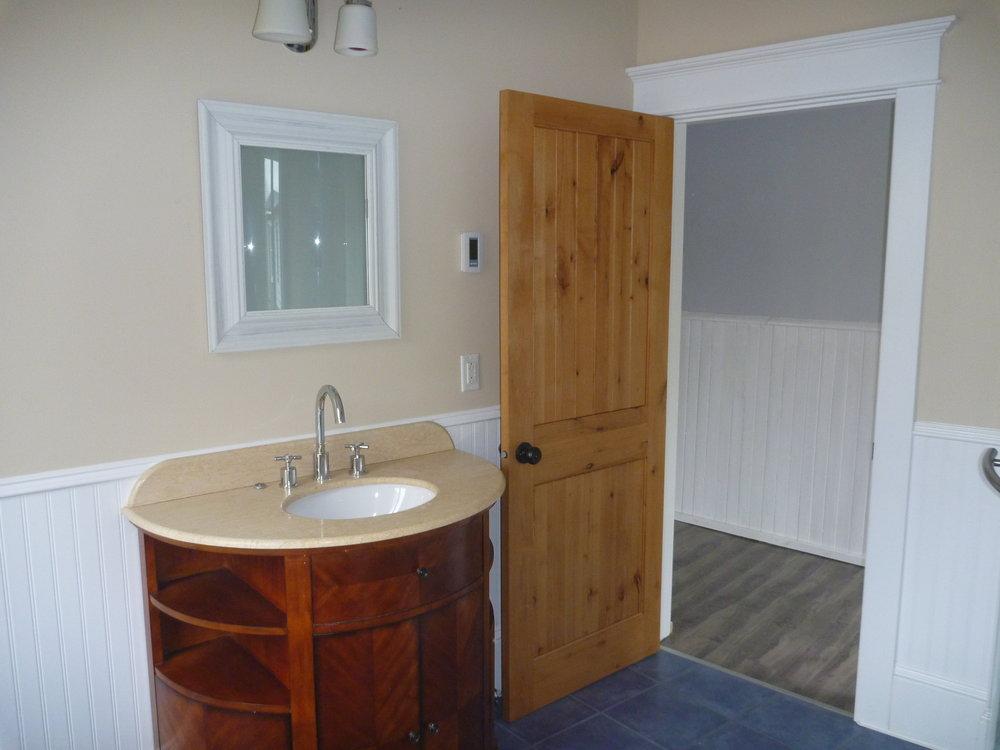 23. Bathroom 3.jpg