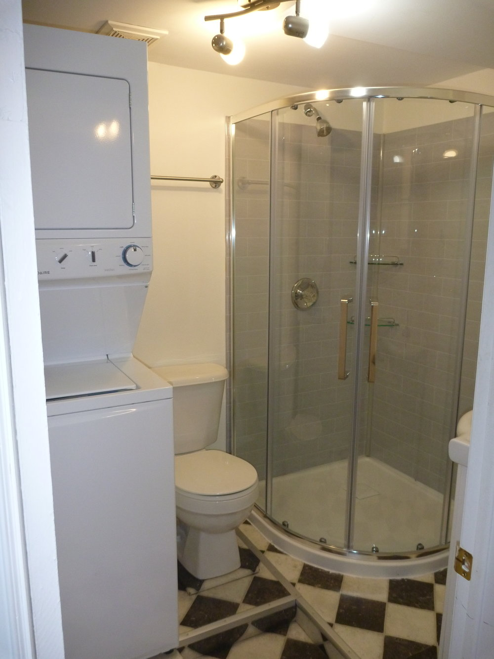 6. Bathroom.jpg