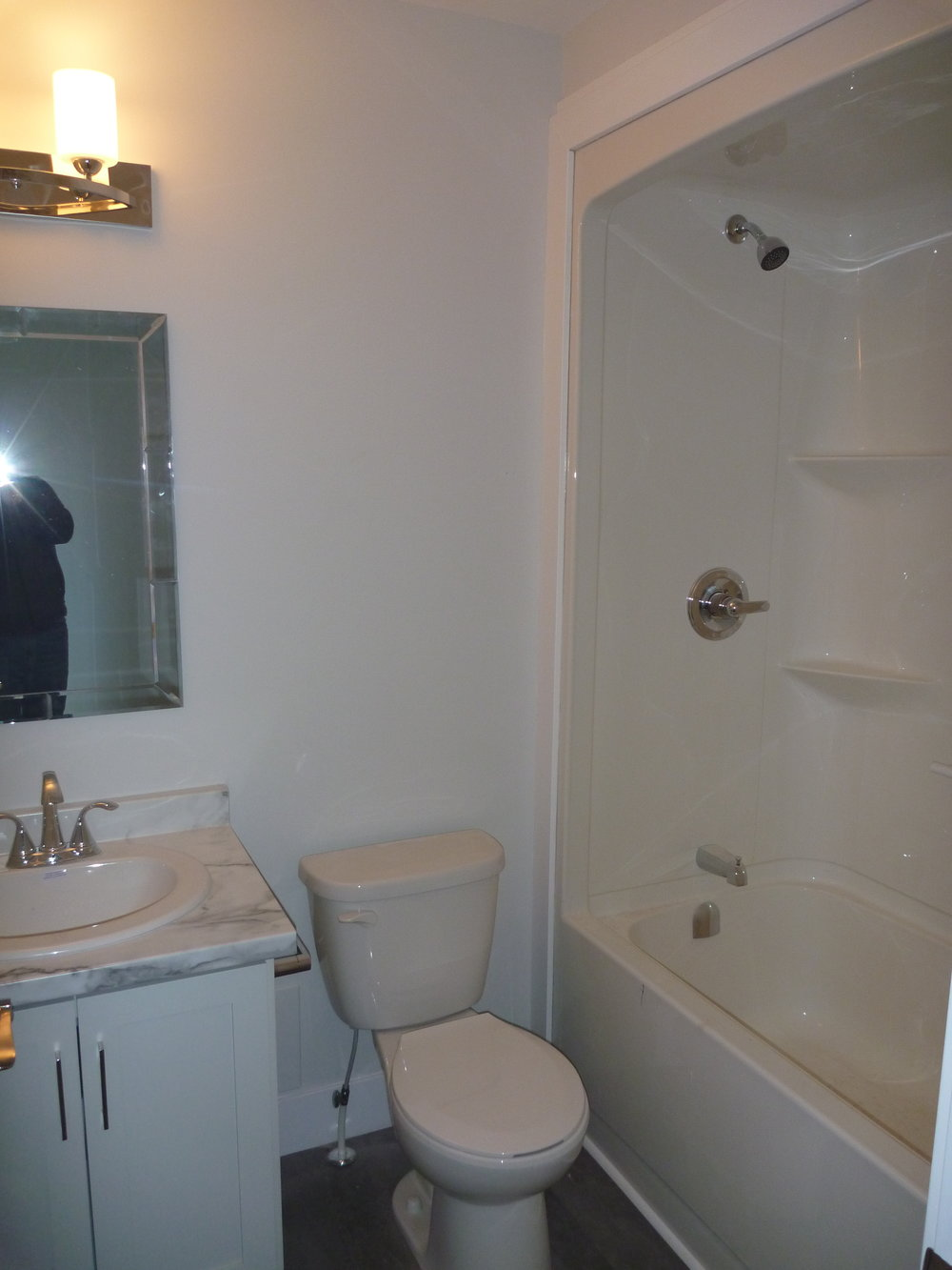 15. Bathroom 1.jpg