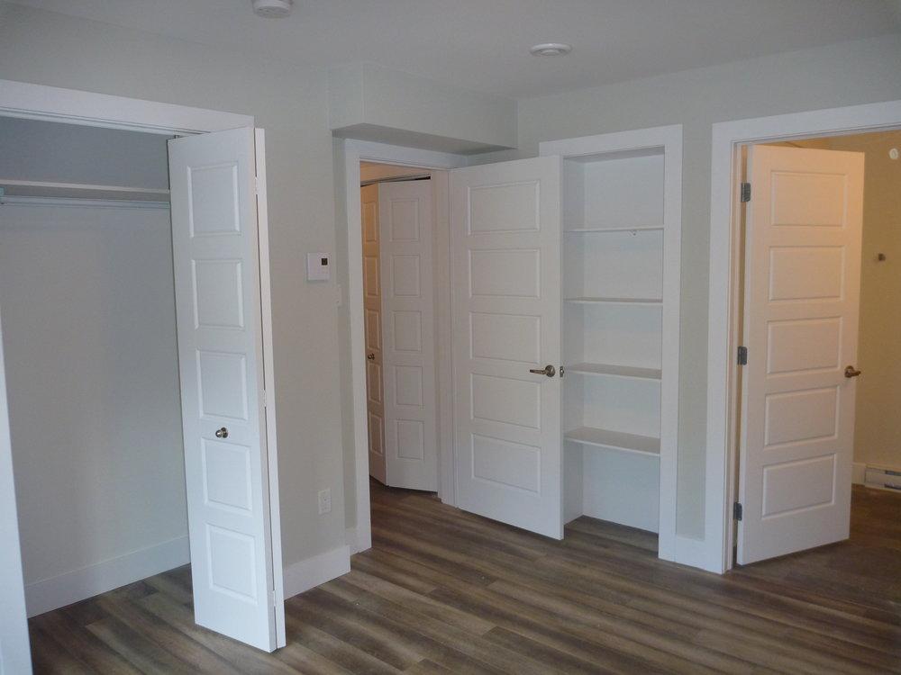 21. Downstairs Bedroom 2.jpg