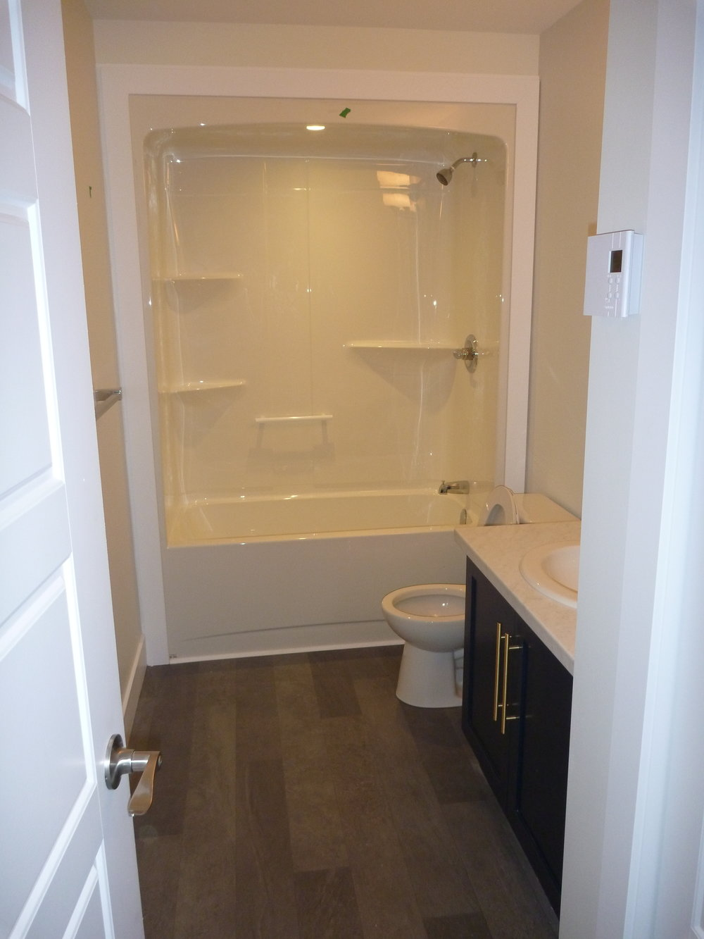 14. Bathroom 1.jpg
