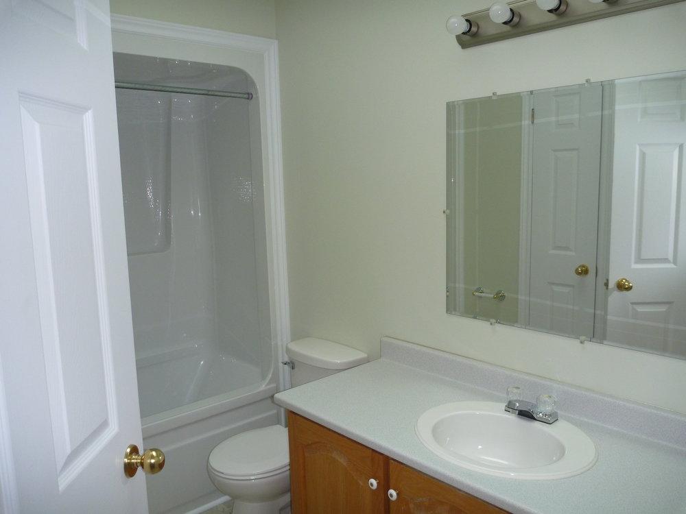 31. Bathroom 1.jpg