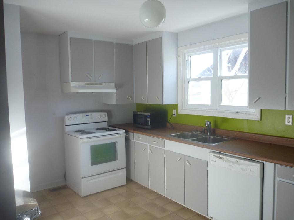 6. Kitchen 1.jpg