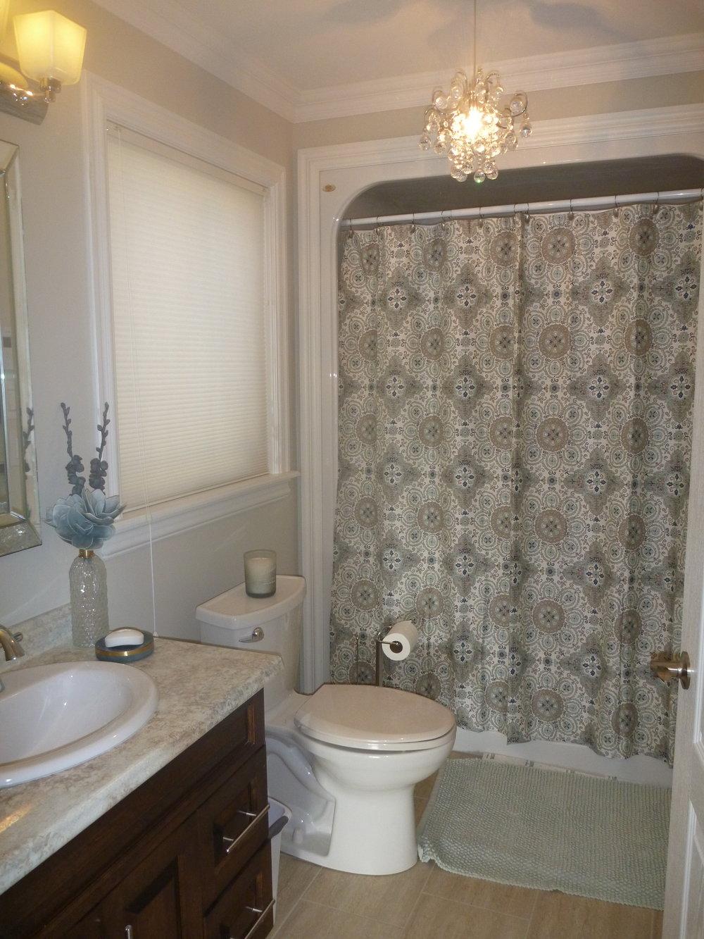 25. Bathroom 1.jpg