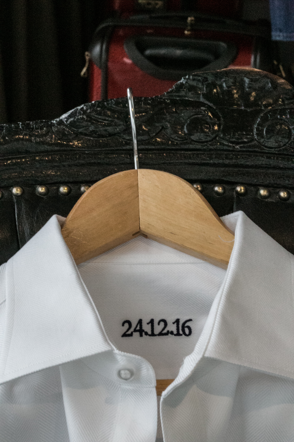 Date embroidered onto grooms shirt