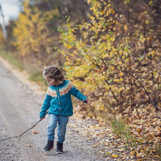 Kids and sticks... • • • #thekidsarealright #childhoodunplugged  #hjemmefotografering  #lifstylephotography  #norway