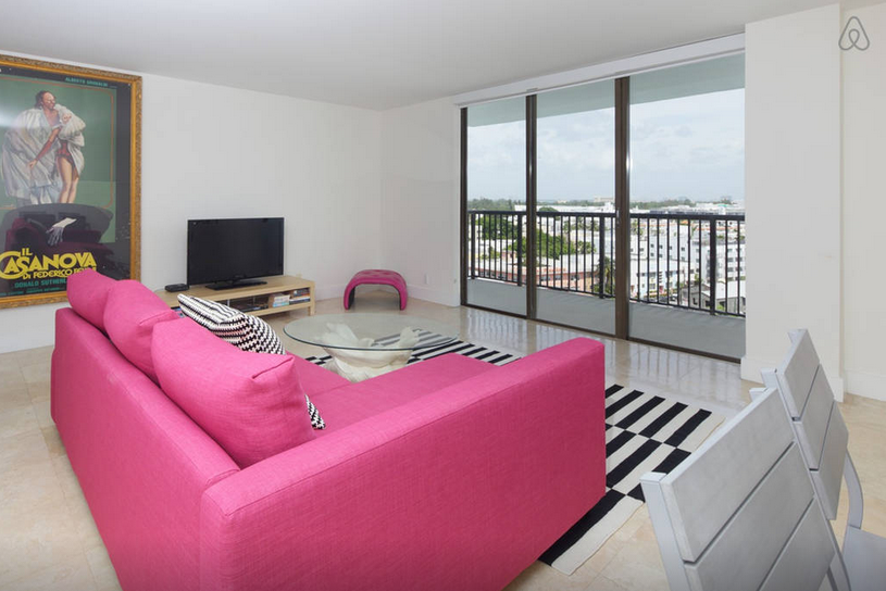 $2,500 - 1BR on Collins, 1 block from the beach — Happy Livin\'