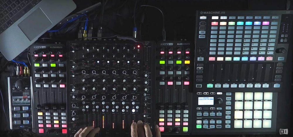 Liebing running Maschine and Traktor in a single session