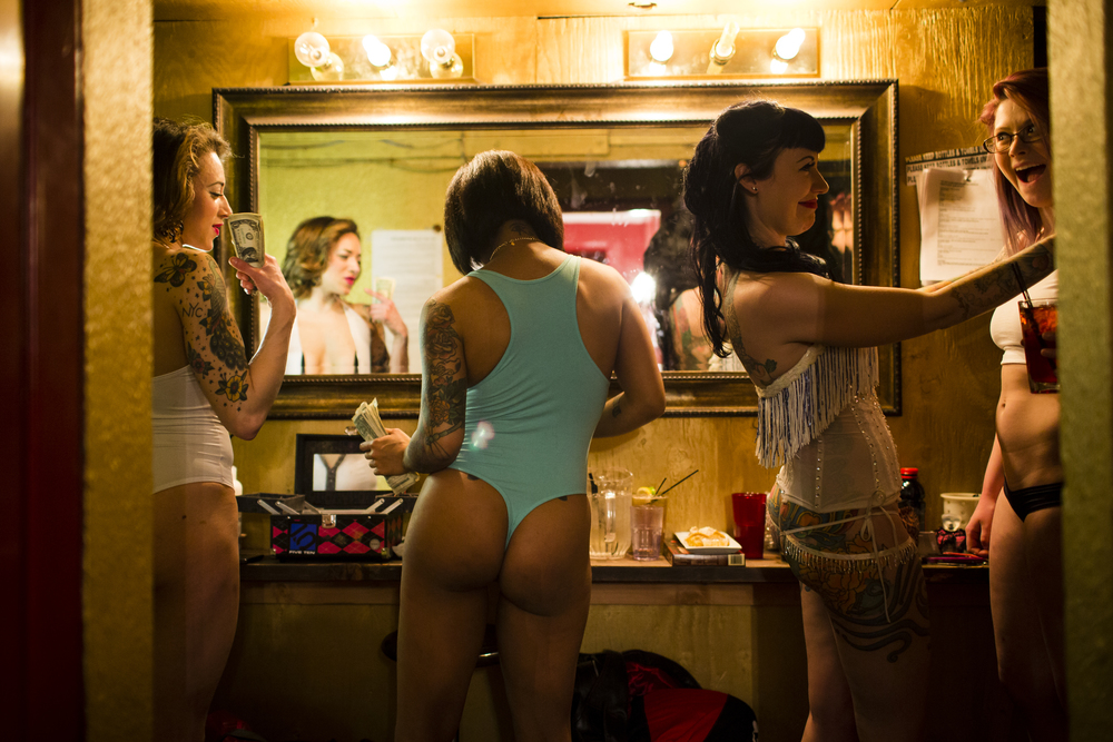 20140302_WW_stripclubguid_dressingroom_045.JPG