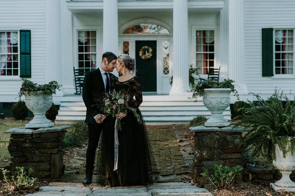 Georgia-Couples-Haunted-Halloween-Wedding-15.jpg
