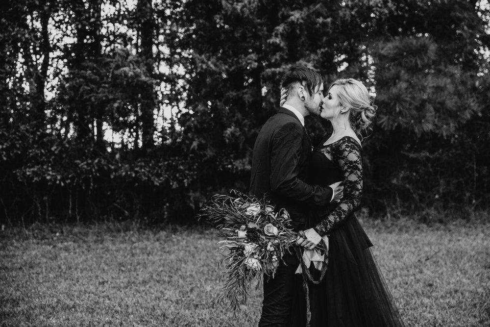 Georgia-Couples-Haunted-Halloween-Wedding-27.jpg