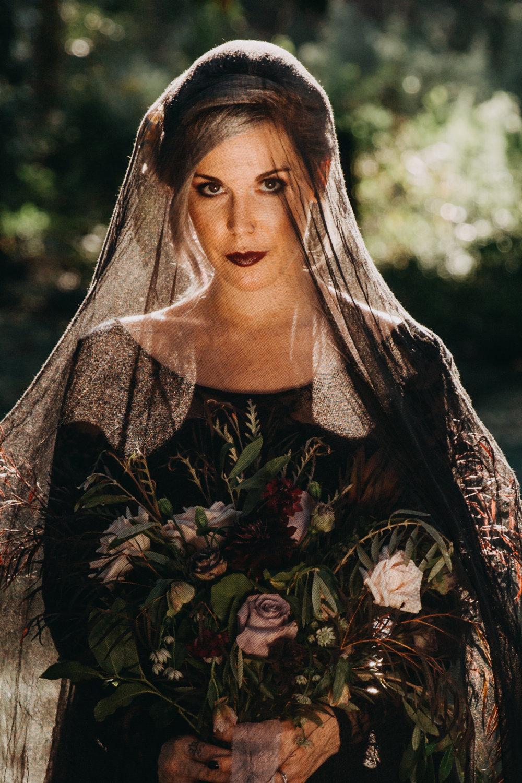 Georgia-Couples-Haunted-Halloween-Wedding-7.jpg