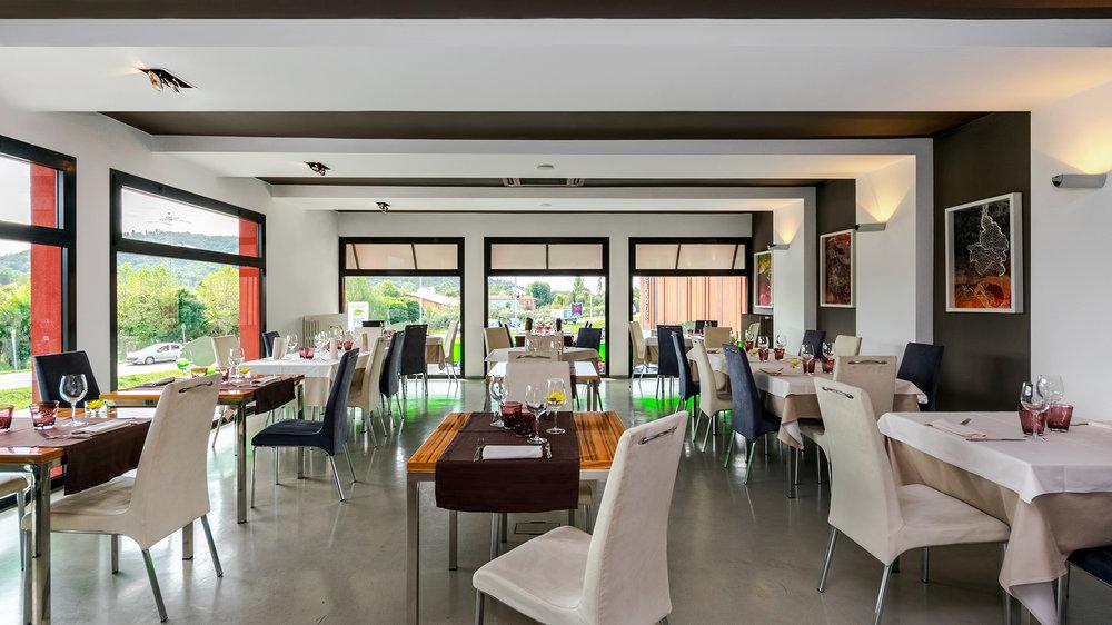 Restaurant - horizontal.jpg