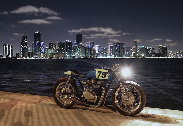 Miami nights 📷 by: @bellaf0nte #Honda #cb500t #caferacer #vintageracer #thecornergarage #cb500