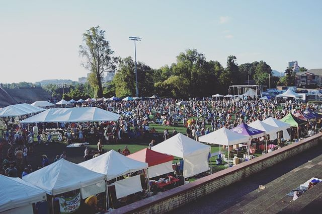 Check out that crowd! SO excited to mingle with all you fine folks this weekend for Brewgrass 2018. Come hungry! We'll have some excellent food options available, including @Mojokitchenavl and @ceciliaskitchenavl Bring your dancing shoes! We have live performances from @acousticsyndicate @songsfromtheroad and @mountainheartband lined up. And of course, come thirsty! We have a full roster of top-notch craft breweries waiting for you. Tickets are still available, grab yours today. #brewgrass2018 #bluegrass #beerfest #letsboogie #cheers #828isgreat