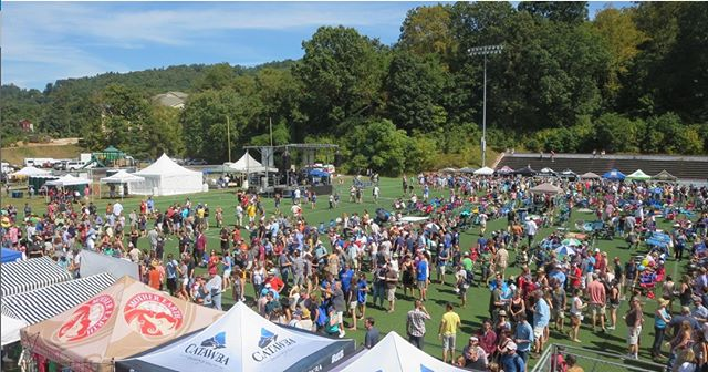 #throwbackthursday from Brewgrass Festival 2017. This year is sure to be one to remember, especially with the location change to @salvagestation So come check it out! Tickets are still on sale now, via our website. #brewgrass2018 #brewgrass #beerfest #craftbeer