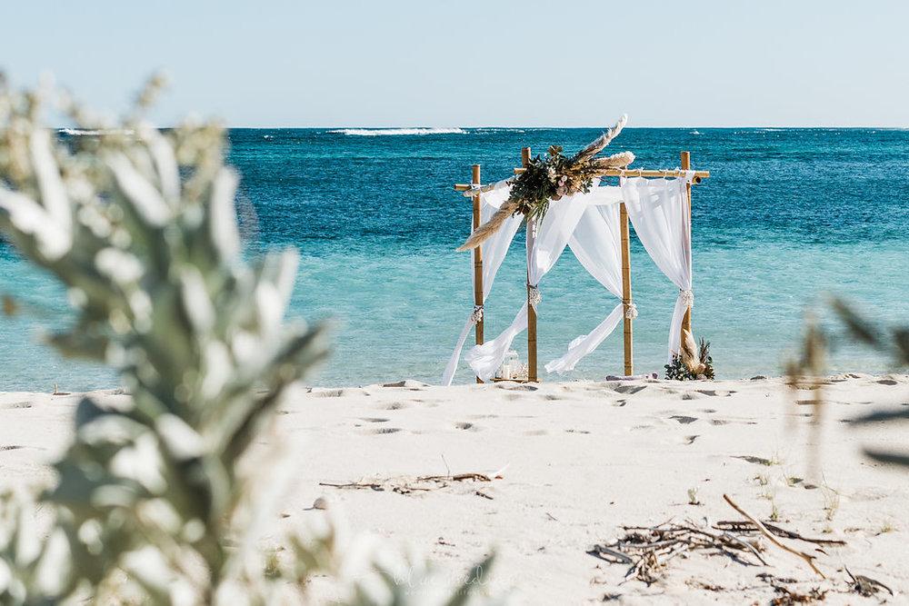 salt&sandeventhire-ningaloo-wedding stylist-bluemediaweddings-engagementproposal-ningalooreef-12.jpg