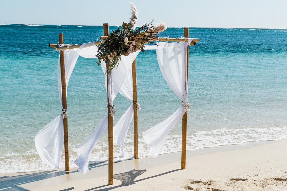 salt&sandeventhire-ningaloo-wedding stylist-bluemediaweddings-engagementproposal-ningalooreef-22.jpg