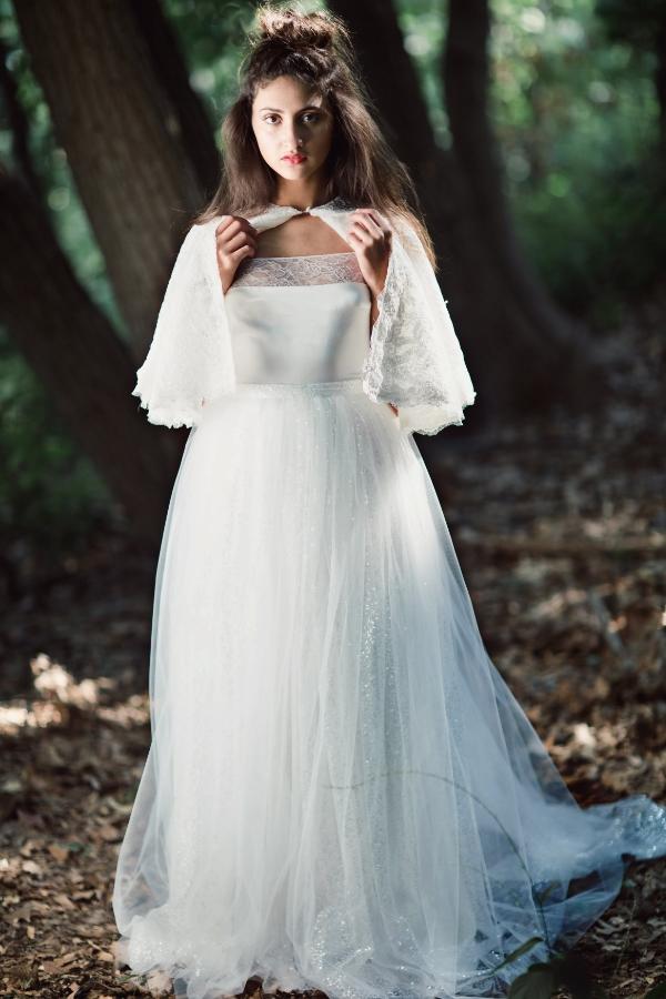 Caroline coverlet with Fantome skirt
